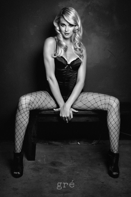 boudoir-lingerie-photography-fishnets-legs-los-angeles-chicago