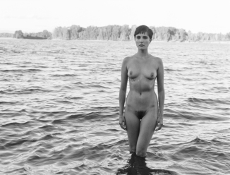 fashion-nude-water-fine-art-roarie-yum-kelly-segre-07