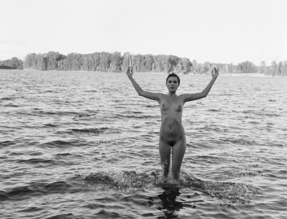 fashion-nude-water-fine-art-roarie-yum-kelly-segre-09